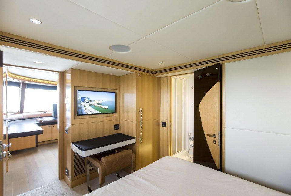 Captain 39 s cabin australian superyachts for Captain s cabin